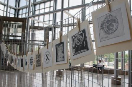 """U Nacionalnoj i sveučilišnoj knjižnici u Zagrebu 2011. godine predstavljena grafička mapa """"Aleph: Ex Libris: Hommage á Jorge Luis Borges 1899.-1986.""""."""