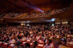 Otvorenje Svjetskoga knjižničarskog i informacijskoga kongresa i 85. Generalne skupštine IFLA-e 2019. u Međunarodnome kongresnome centru Megaron u Ateni.