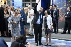 Predstojnik Ureda predsjednika Vlade Republike Hrvatske Zvonimira Frke-Petešića i zamjenica direktorice Ureda za informiranje Gradske uprave Grada Šangaja Su Rongjuan na 3D prikazu Šangaja.