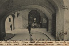 Old postcard of Zagreb. Stone Gate. Print Collection of the National and University Library in Zagreb.