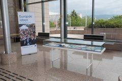 """Nacionalna  i sveučilišna knjižnica u Zagrebu priredila izložbu publikacija pod naslovom """"Što Europska unija čini za nas?"""" u povodu obilježavanja Tjedna Europe."""