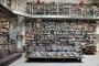 Knjižnica Karla Lagerfelda. Izvor: http://bookriot.com/.