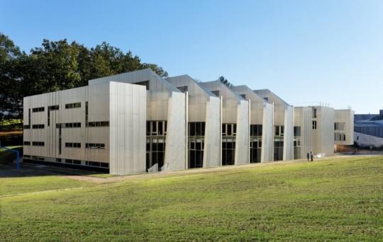 Znanstvena knjižnica Sveučilišta u Versaju u Francuskoj. Izvor: http://ebookfriendly.com/modern-libraries/