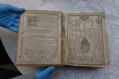 Ukradena Ženevska Biblija iz 1615. godine vraćena u Carnegiejevu knjižnicu u Pittsburghu. © FBI.