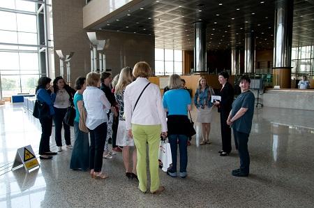 Knjižnicu posjetile članice Međunarodnoga kluba žena.