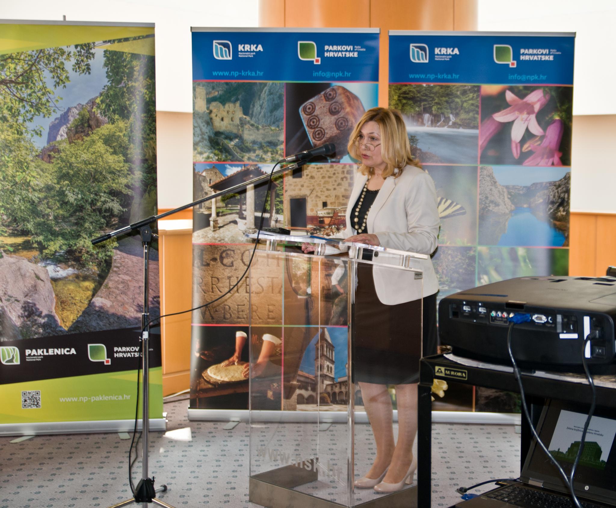 "Projekt ""Zelena knjižnica za zelenu Hrvatsku"" predstavila je dr. sc. Tatijana Petrić, glavna ravnateljica Nacionalne i sveučilišne knjižnice u Zagrebu."