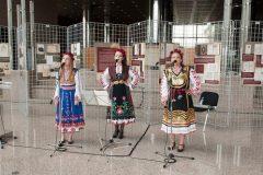 """Program svečanog otvaranja  izložbe """"Books, Directions, Audiences"""" glazbenim izvedbama bugarskih narodnih pjesama obogatile su članice vokalnog tria Zorja."""