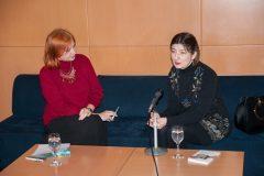Voditeljica tribine dr. sc. Željka Lovrenčić i književnica Lana Derkač na održanoj dvadeset petoj iz ciklusa tribina na temu inozemne Croatice.