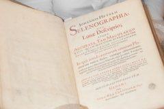 """Nacionalnoj i sveučilišnoj knjižnici u Zagrebu vraćeno vrijedno izdanje """"Selenographia sive Lunae descriptio""""."""
