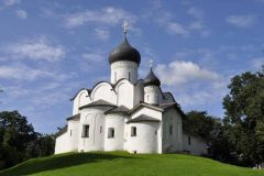"""Crkva sv. Vasilija na brdu iz 15. st., Rusija. Autor: A.G. Kalinenko. © State budgetary institution of culture """"Research and Development Centre for Conservation and Use of Historical and Cultural Monuments of the Pskov Region"""". Trajni URL: whc.unesco.org/en/documents/167008."""