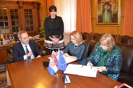 """The signing of the cooperation agreement between NSK and the """"St. Kliment Ohridski"""" University Library. Source: """"St. Kliment Ohridski"""" University Library."""