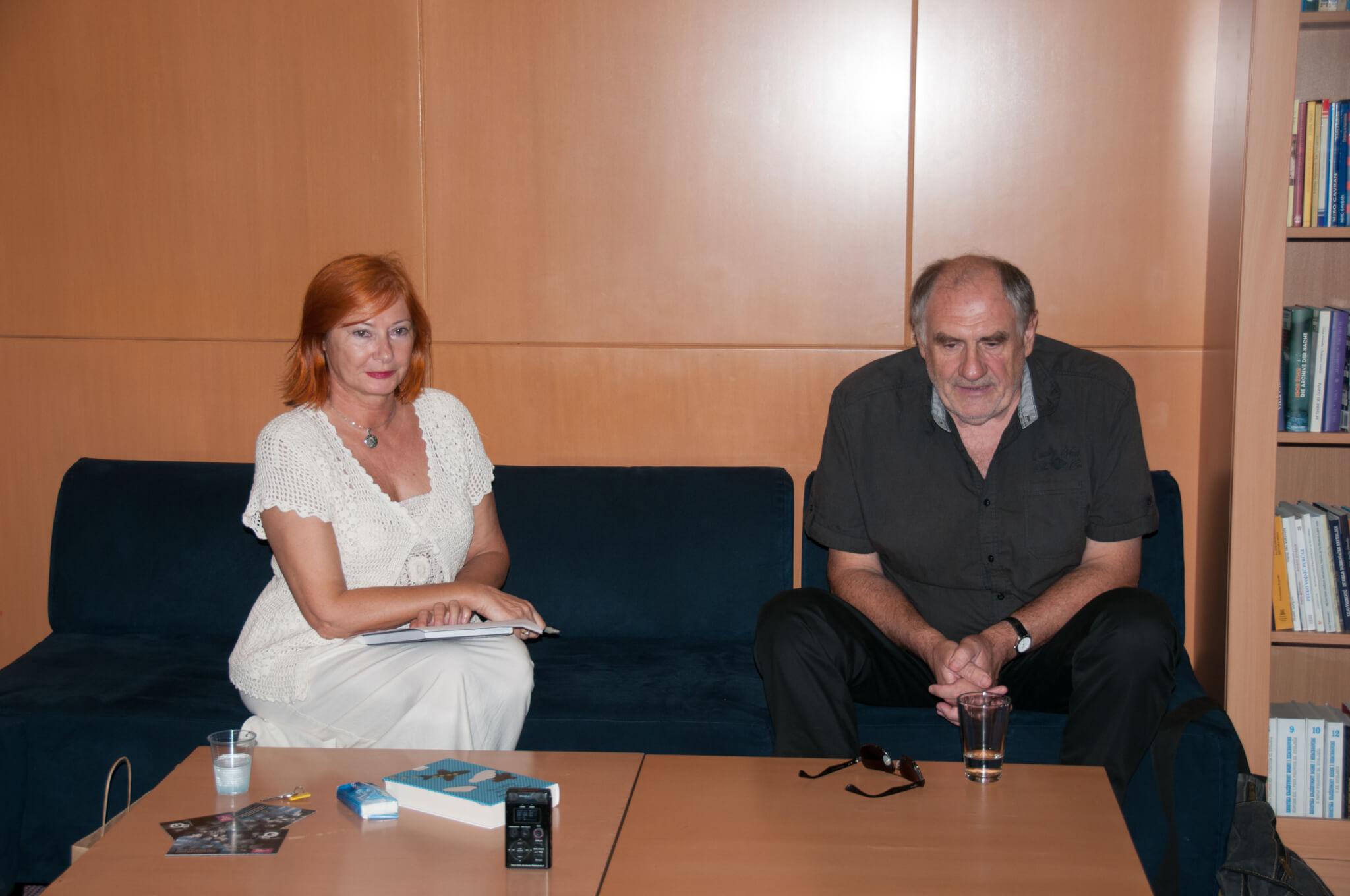 Voditeljca tribine dr. sc. Željka Lovrenčić i književnik Dražen Katunarić.