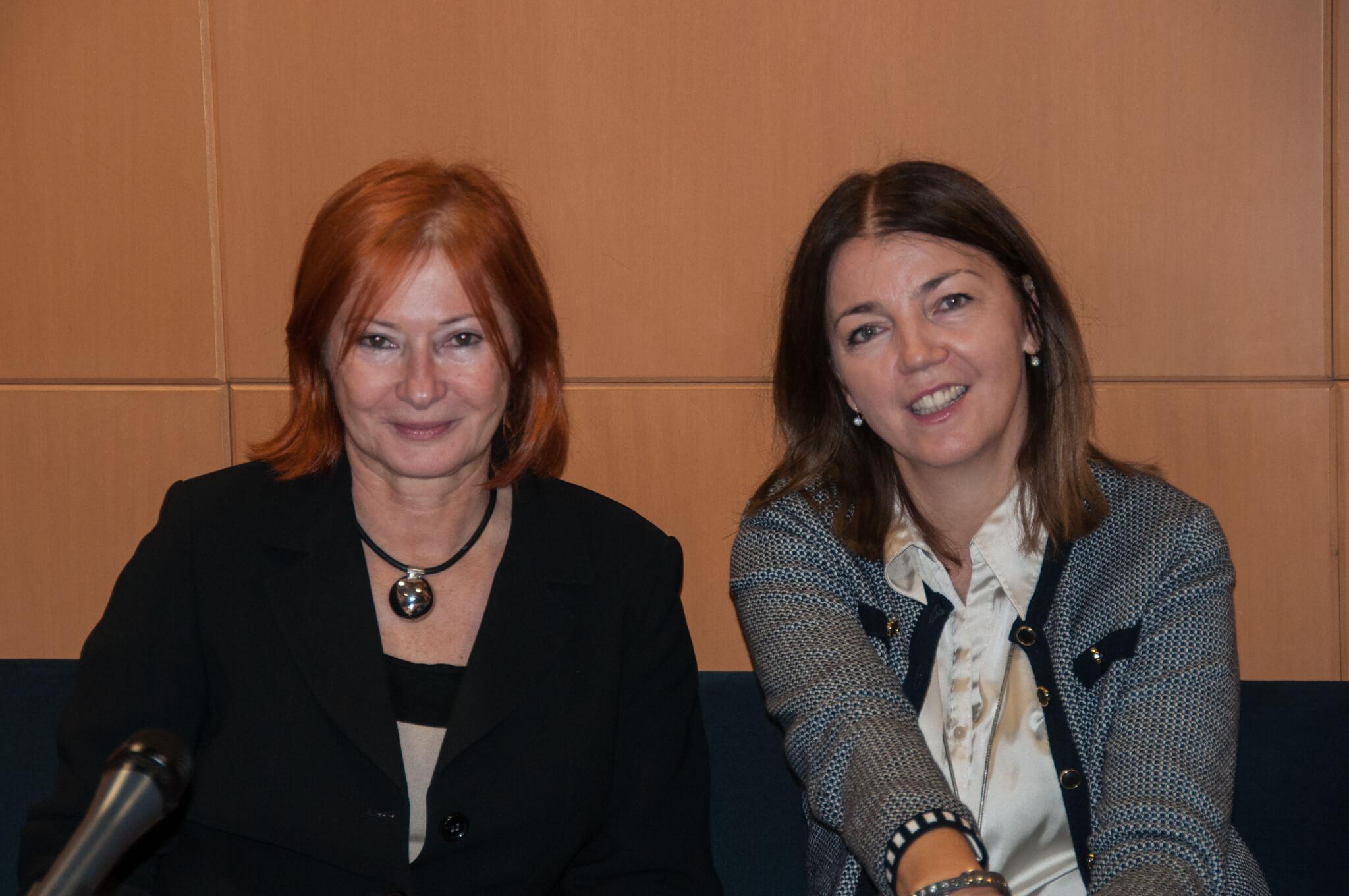 Voditeljca tribine dr. sc. Željka Lovrenčić i književnica i publicistkinja Nela Stipančić Radonić.