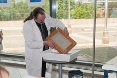 """Radionica """"Vodeni znakovi ili filigrani na papiru"""" održana u sklopu izložbe """"Skriveni svijet starih knjiga""""."""