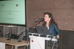 """Moderatorica tribine """"Analiza ostvarenih ciljeva"""" u sklopu projekta """"Povećanje pristupa elektroničkim izvorima znanstvenih i stručnih informacija – e-Izvori"""" Nela Marasović."""