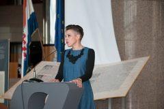 Voditeljica Hrvatskoga centra za dječju knjigu Isabella Mauro na završnoj svečanosti Nacionalnoga kviza za poticanje čitanja u NSK.