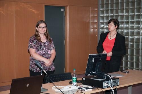 Knjižničarka Angelika Gulyás iz Knjižnice Središnjega europskog sveučilišta u Budimpešti u Mađarskoj i Jasenka Zajec, savjetnica za međunarodnu suradnju NSK.