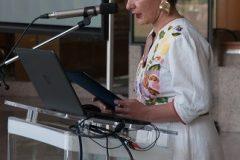 """Moderatorica izložbe """"Najbolje zelene knjižnice"""" Nela Marasović."""