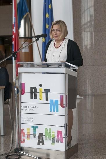 V.d. glavne ravnateljice Nacionalne i sveučilišne knjižnice u Zagrebu dr.sc. Tatijana Petrić na otvaranju izložbe u  povodu 200. obljetnice rođenja Vatroslava Lisinskoga.