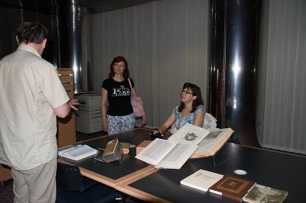 Christine Theodorika i Helen Theodorika iz Glavne knjižnice Tehnološko-edukacijskoga instituta regije Epirus u Arti.
