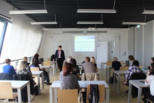 """Voditeljica projekta """"e-Izvori"""" dr. sc. Aleksandra Pikić predstavila je Projekt u Osijeku."""