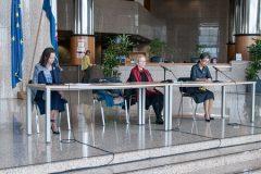 Prof. dr. sc. Cvijeta Pavlović, Zdenka Pozaić i mr. sc. Tamara Ilić-Olujić na predstavljanju grafičko-pjesničke mape