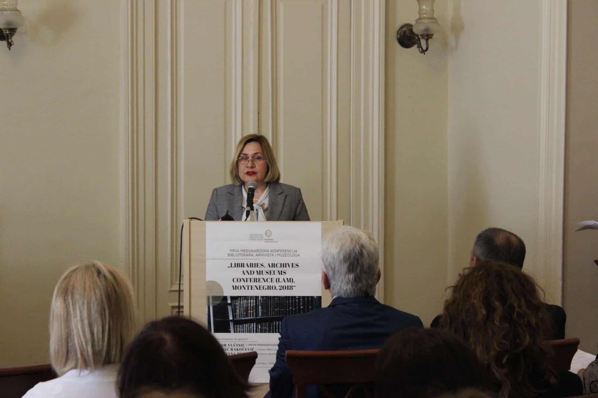 "Glavna ravnateljica Nacionalne i sveučilišne knjižnice u Zagrebu dr. sc. Tatijana Petrić na 1. međunarodnoj konferenciji knjižničara, arhivista i muzeologa ""Libraries, Archives and Museums Conference (LAM), Montenegro, 2018""."