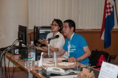 Izlagačica Moon Kim (SAD) te moderator i izlagač Ray Pun (SAD) na pretkonferenciji CPDWL u NSK 21. kolovoza 2019. godine.