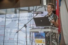 Izlagačica Dorja Mučnjak (Nacionalna i sveučilišna knjižnica u Zagrebu) na pretkonferenciji CPDWL u NSK 21. kolovoza 2019. godine.
