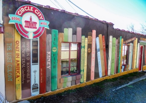Circle City Bookstore, Pittsboro, Sjeverna Karolina. Izvor: http://bookriot.com/2015/08/10/7-literary-murals-bookstores-libraries/