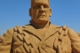 Podrobno izrađen Frankenstein od pijeska nastao je u sklopu Međunarodnoga festivala pješčanih skulptura u Portugalu. Izvor: http://tinyurl.com/qd8b8ye.