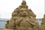 """""""Tamo gdje su divlji stvorovi"""" knjiga je kojom je nadahnuta skulptura, nastala 2015. na Festivalu pješčanih skulptura u Weston Super Mareu u Engleskoj. Izvor: http://tinyurl.com/qd8b8ye."""