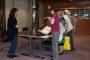 Sudionici konferencije BETH tijekom posjeta Knjižnici razgledali su Zbirku rukopisa i starih knjiga.