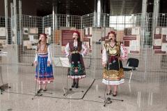 """Program svečanog otvaranja izložbe glazbenim izvedbama bugarskih narodnih pjesama obogatile su članice vokalnog tria """"Zorja""""."""