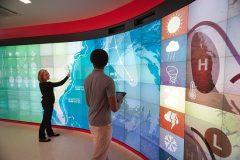 """Virtualni zidovi u laboratorijima knjižnice """"Hunt"""". Izvor:  https://www.lib.ncsu.edu/huntlibrary/photosandvideo"""