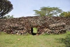 Arheološko nalazište Thimlich Ohinga, Kenija. Autor Ephraim Mwangi. © National Museums of Kenya. Trajni URL: https://whc.unesco.org/en/documents/136402
