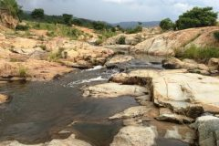 Rijeka Sandspruit u planinskom području Barberton Makhonjwa, Južna Afrika. Autor i © Dion Brandt. Trajni URL: https://whc.unesco.org/en/documents/165825