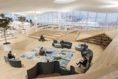 Prostor za kreativni rad u Središnjoj gradskoj knjižnici u Helsinkiju (Oodi). Autor Tuomas Uusheimo. Izvor: https://www.oodihelsinki.fi/en/for-media/