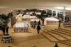 Unutrašnjost Središnje gradske knjižnice u Helsinkiju (Oodi). Autor Risto Rimppi. Izvor: https://www.oodihelsinki.fi/en/for-media/