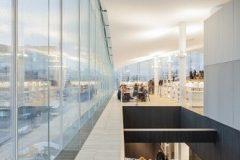 Unutrašnjost Središnje gradske knjižnice u Helsinkiju (Oodi). Autor Tuomas Uusheimo. Izvor: https://www.oodihelsinki.fi/en/for-media/
