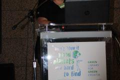 "Andrea Kaufmann (Netzwerk Grüne Bibliothek, Institut für Bibliotheks- und Informationswissenschaft, Humboldt-Universität zu Berlin, Njemačka) na 1. međunarodnoj konferenciji o zelenim knjižnicama ""Let's Go Green!"". Nacionalna i sveučilišna knjižnica u Zagrebu, 8. – 10. studenog 2018."