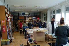 Trijaža građe u petrinjskoj knjižnici.
