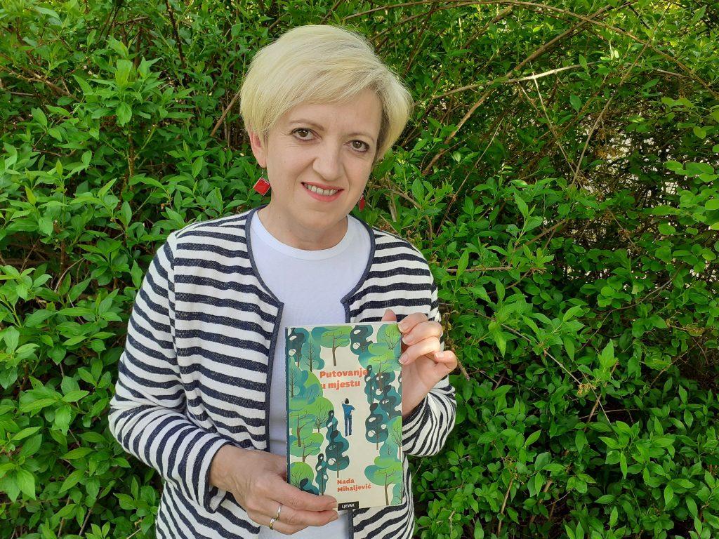 """Književnica Nada Mihaljević i njezin nagrađeni roman """"Putovanje u mjestu""""."""